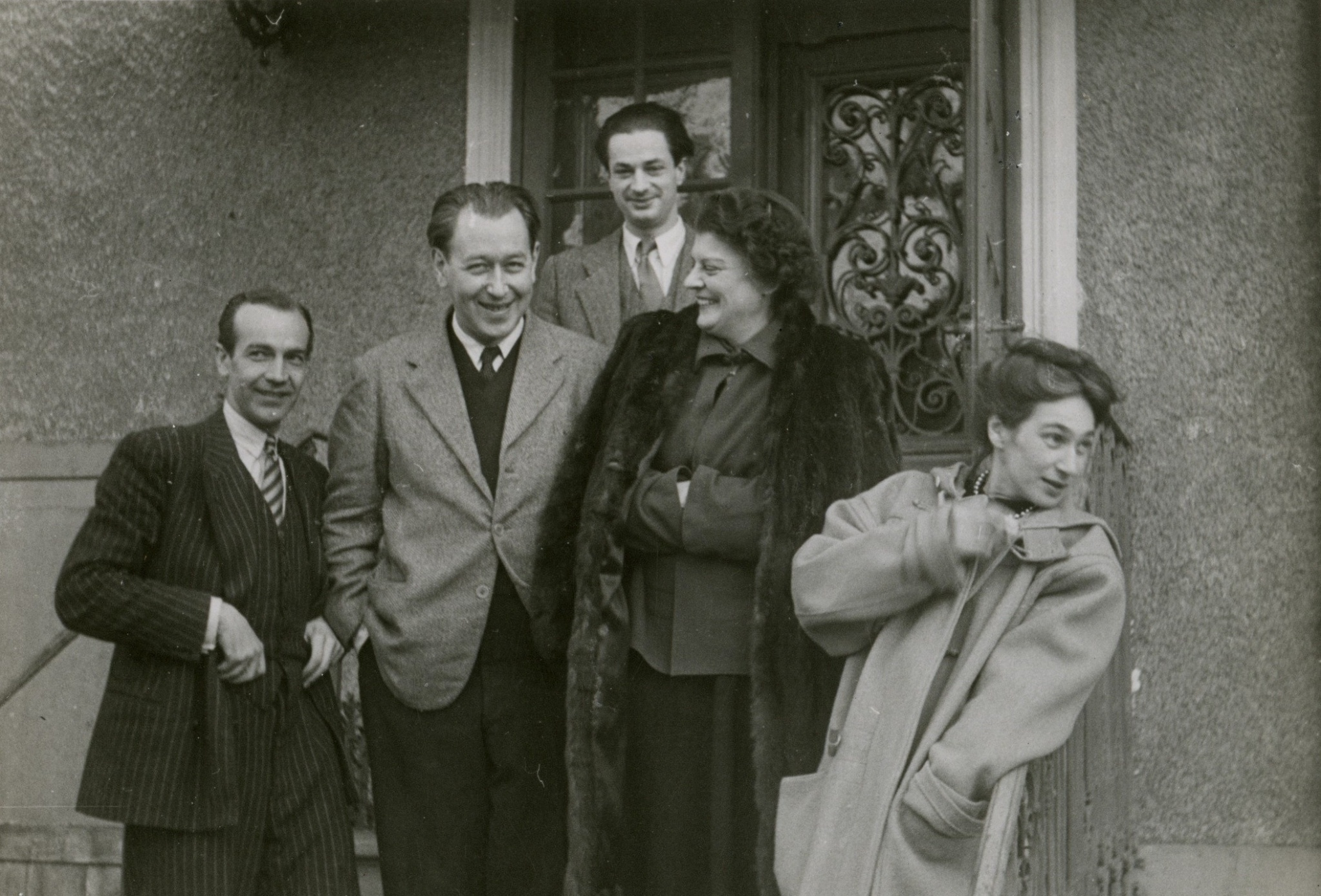 <div class='inner-box'><div class='close-desc'></div><span class='opis'>Boże Narodzenie 1948. Kazimierz Romanowicz (?), Zygmunt Hertz, Henryk Giedroyc, Adela Żeleńska, Zofia Hertz. Corneille, 1948</span><div class='clearfix'></div><span>Archive ref. FIL00815</span><div class='clearfix'></div><span>© Instytut Literacki</span></div>