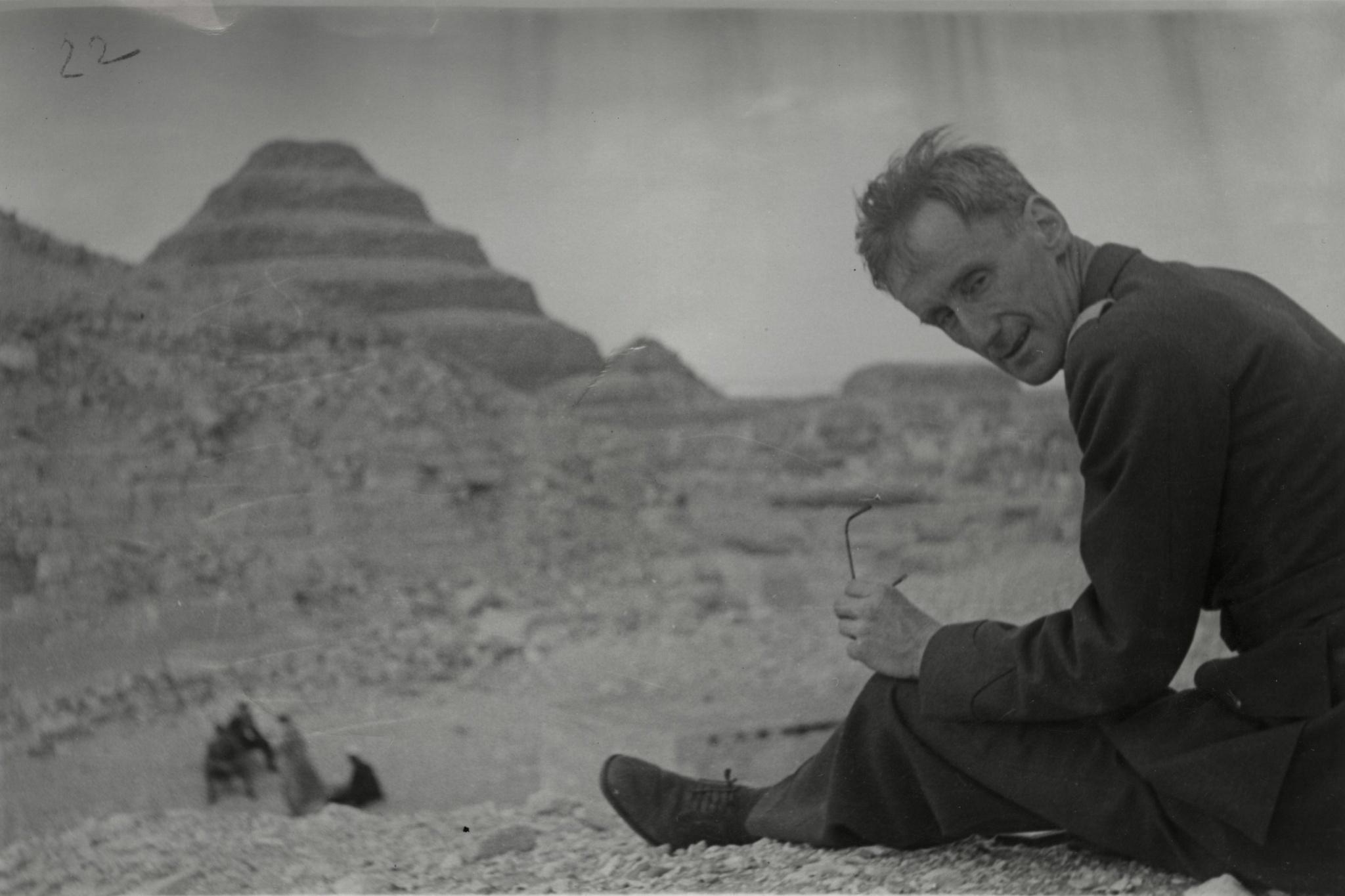 <div class='inner-box'><div class='close-desc'></div><span class='opis'>Józef Czapski pod piramidami. Egipt, 1943.</span><div class='clearfix'></div><span>Archive ref. FIL00081</span><div class='clearfix'></div><span>© Instytut Literacki</span></div>