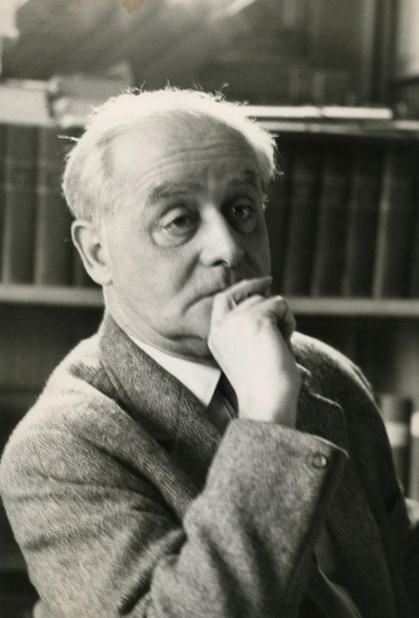 <div class='inner-box'><div class='close-desc'></div>  <span class='opis'>Jerzy Giedroyc. Maisons-Laffitte (pokój Henryka Giedroycia), 1965.</span>   </div>