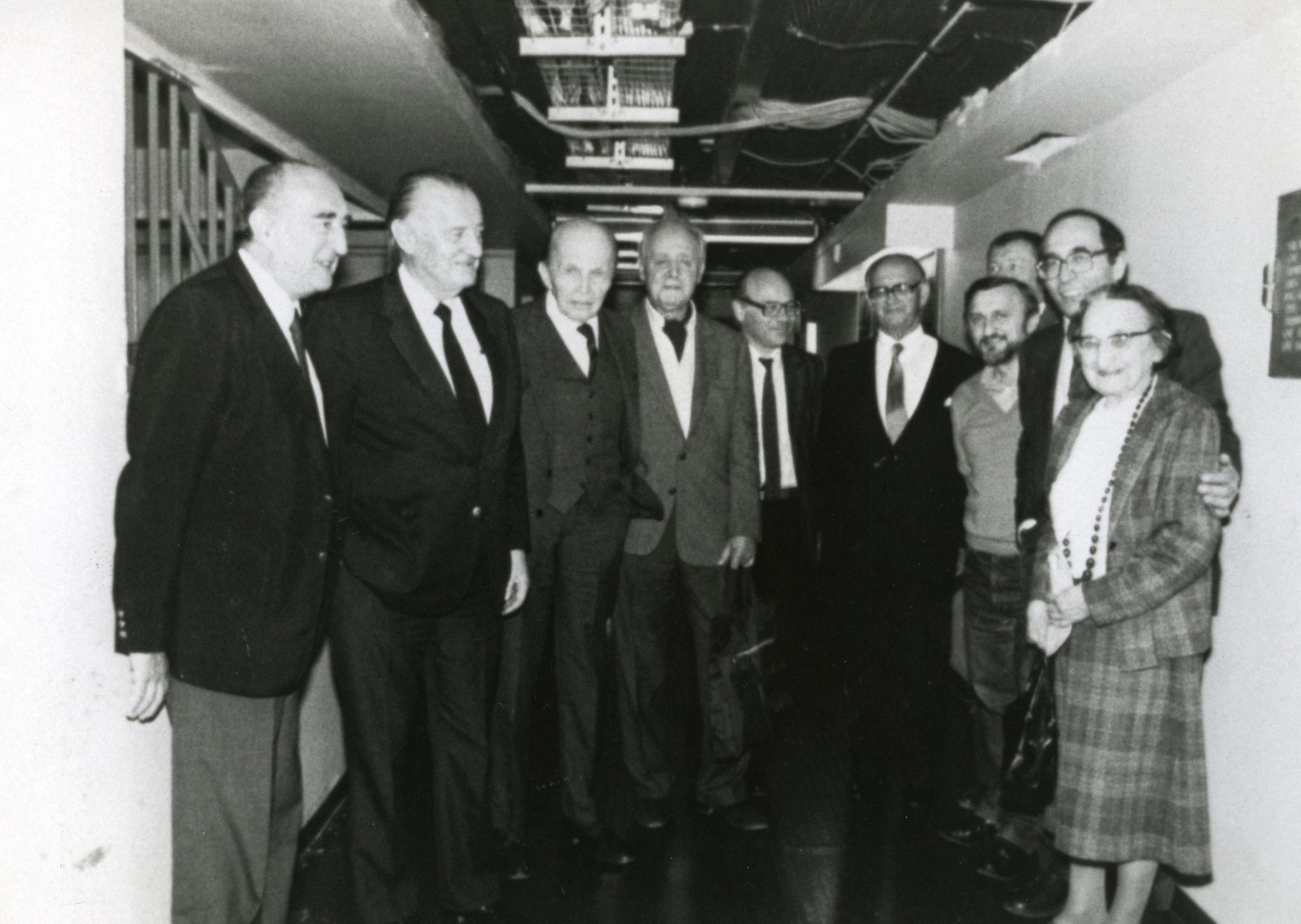 <div class='inner-box'><div class='close-desc'></div><span class='opis'>Radio Wolna Europa w Monachium. Leopold Unger, Bolesław Wierzbiański, Rowmund Piłsudski, Jerzy Giedroyc, Krzysztof Pomian, Kazimierz Sabbat, Waldemar Kuczyński, Jakub Karpiński, Aleksander Smolar, Lidia Ciołkoszowa. Monachium, 1987</span><div class='clearfix'></div><span>Sygn. FIL00491</span><div class='clearfix'></div><span>&copy; Instytut Literacki</span></div>