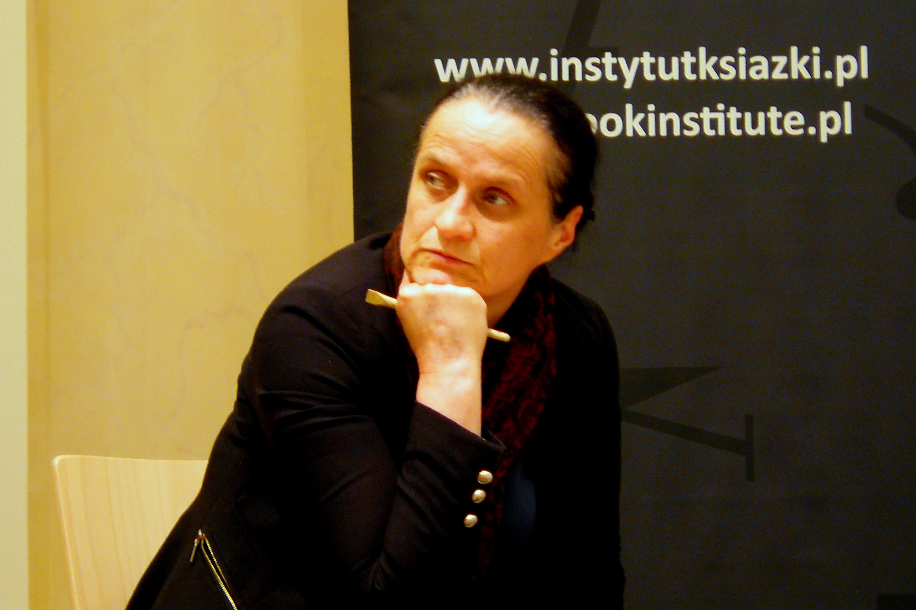 <div class='inner-box'><div class='close-desc'></div><span class='opis'>Bogumiła Berdychowska podczas promocji swej książki &bdquo;Kultura - Ukraina. Zamiłowanie do spraw beznadziejnych - Ukraina w &gt;Kulturze&lt; 1947-2000&rdquo;. Międzynarodowe Centrum Kultury, Krak&oacute;w, kwiecień 2016 r.</span><div class='clearfix'></div><span>Sygn. sm00273</span><div class='clearfix'></div><span class='autor'>fot. Stanisław Mancewicz</span><div class='clearfix'></div><span>&copy;Stanisław Mancewicz</span></div>