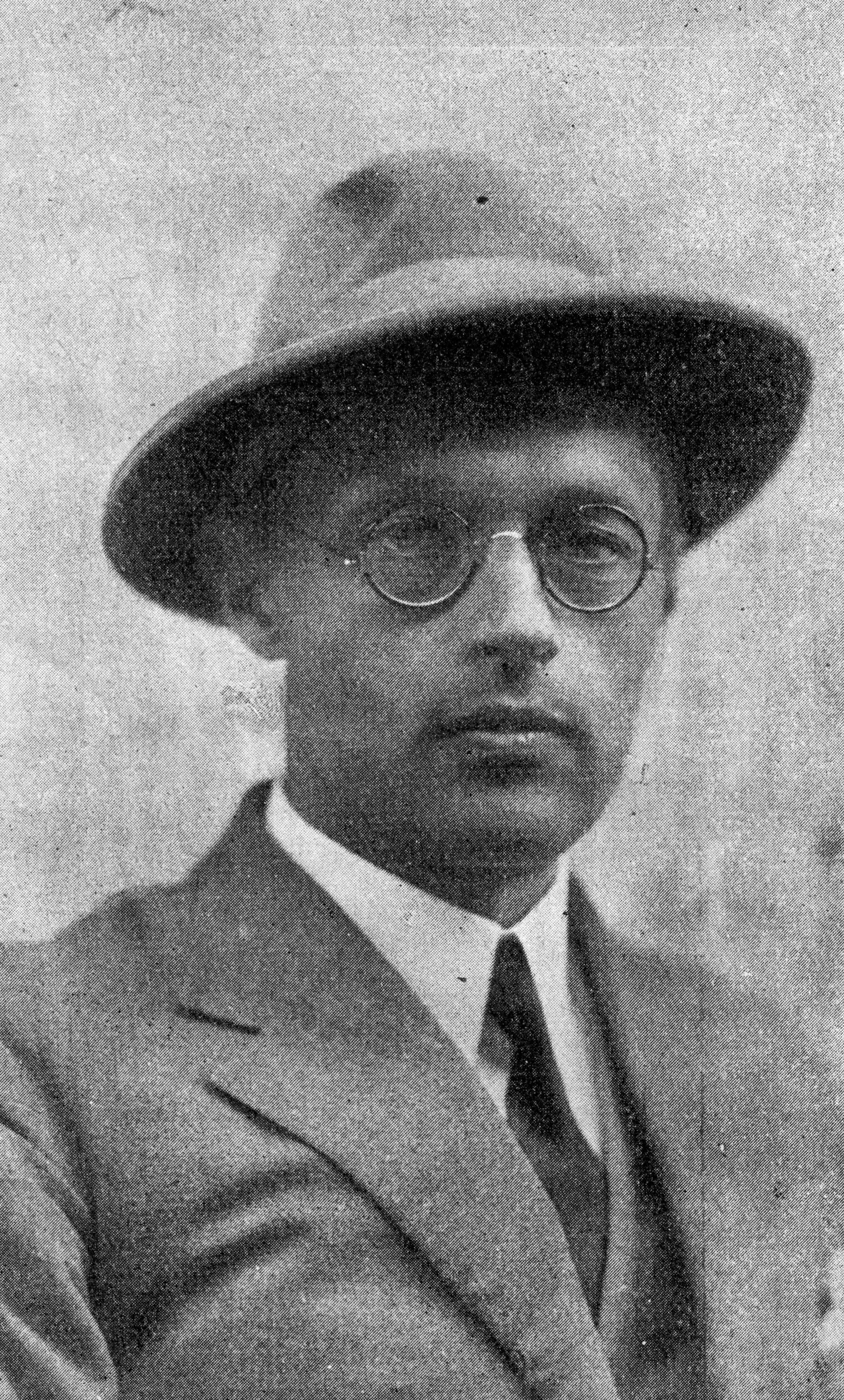 """<div class='inner-box'><div class='close-desc'></div><span class='opis'>Kazimierz Wierzyński. Fotografia pochodzi z """"Wiadomości Literackich"""" (16 stycznia 1938 r., nr 3/742, s. 7) fot. podpisane: Ryś</span><div class='clearfix'></div><span>Шифр  sm00201</span><div class='clearfix'></div><span>© Instytut Literacki</span></div>"""