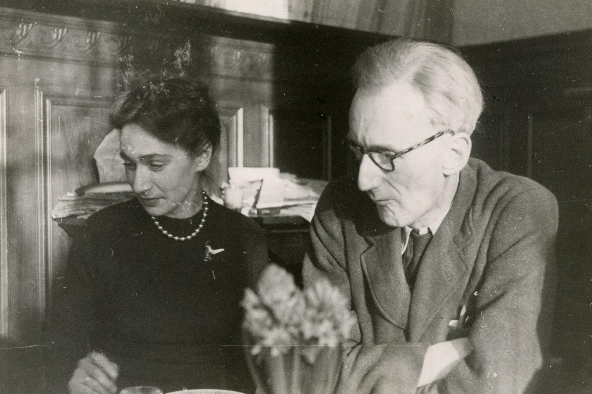 <div class='inner-box'><div class='close-desc'></div>  <span class='opis'>Zofia Hertz i Józef Czapski. Corneille, 1948</span>   </div>