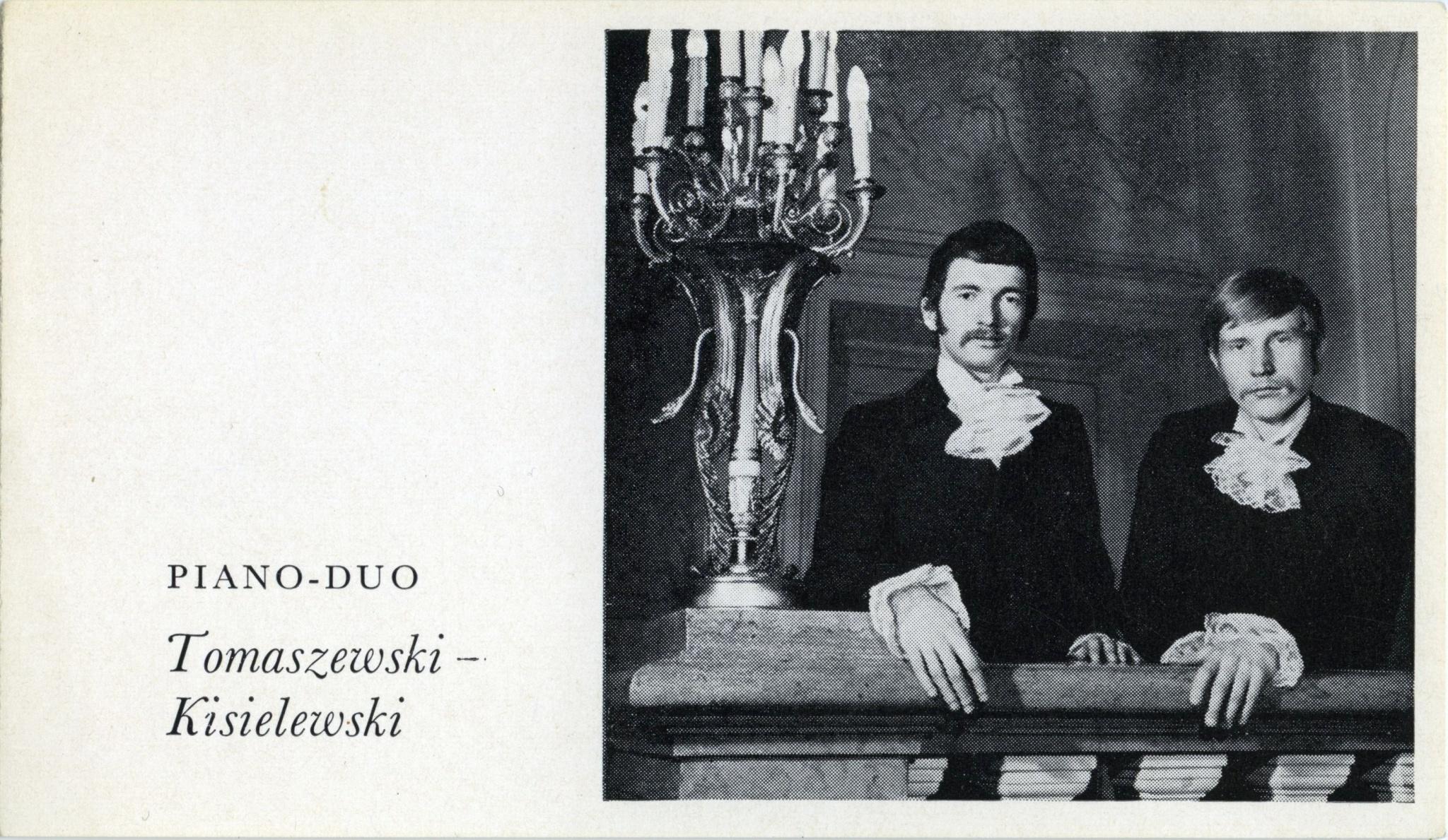 <div class='inner-box'><div class='close-desc'></div><span class='opis'>Wacław Kisielewski i Marek Tomaszewski na okładce płyty duetu, wydanej przez Polskie Nagrania. 1967</span><div class='clearfix'></div><span>Sygn. FIL01259</span><div class='clearfix'></div><span>&copy; Instytut Literacki</span></div>