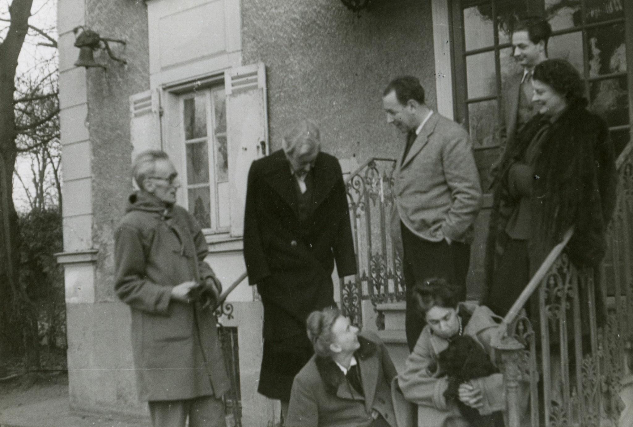 <div class='inner-box'><div class='close-desc'></div><span class='opis'>Boże Narodzenie 1948. J&oacute;zef Czapski, Maria Czapska, Zofia Romanowiczowa,  Zygmunt Hertz, Zofia Hertz, Henryk Giedroyc, Adela Dziedulska-Żeleńska. Corneille</span><div class='clearfix'></div><span>Sygn. FIL00966</span><div class='clearfix'></div><span>&copy; Instytut Literacki</span></div>