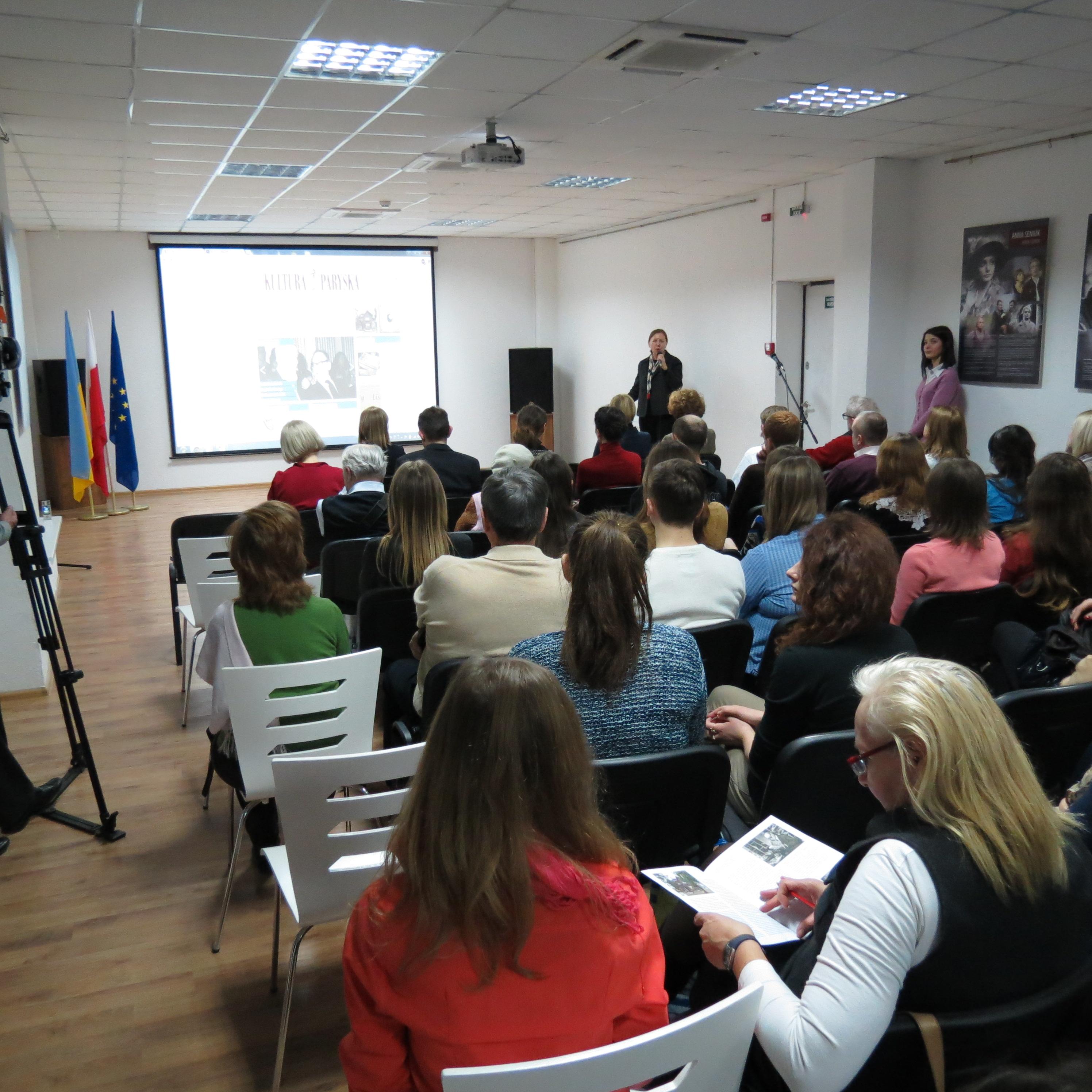 <div class='inner-box'><div class='close-desc'></div>  <span class='opis'>Centrum Kultury Polskiej i Dialogu Europejskiego w Iwano-Frankiwsku, dr Małgorzata Ptasińska prezentuje portal Kultury Paryskiej. 5 marca 2015 r.</span>   </div>