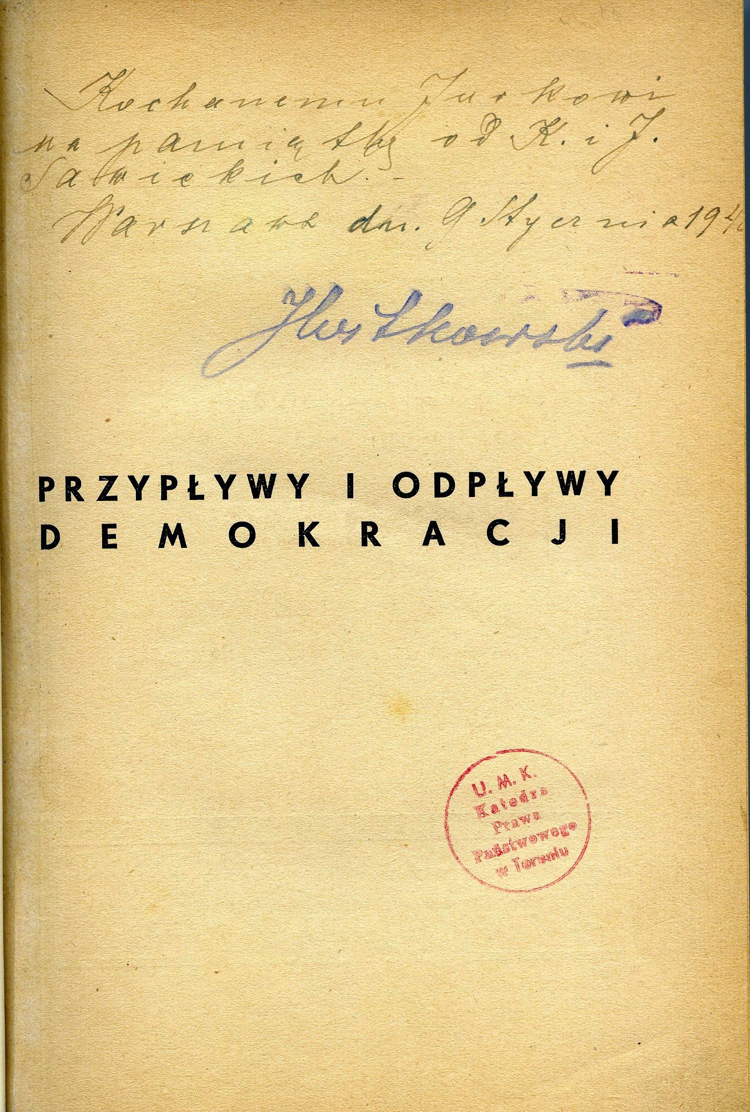 """<div class='inner-box'><div class='close-desc'></div><span class='opis'>Dedykacja: Aleksander Trzaska-Chrząszczewski dla Jerzego Giedroycia. """"Przypływy i odpływy demokracji"""", Wyd. Polityka 1939.</span><div class='clearfix'></div><span>Sygn. dedyk047b</span><div class='clearfix'></div><span>© Instytut Literacki</span></div>"""