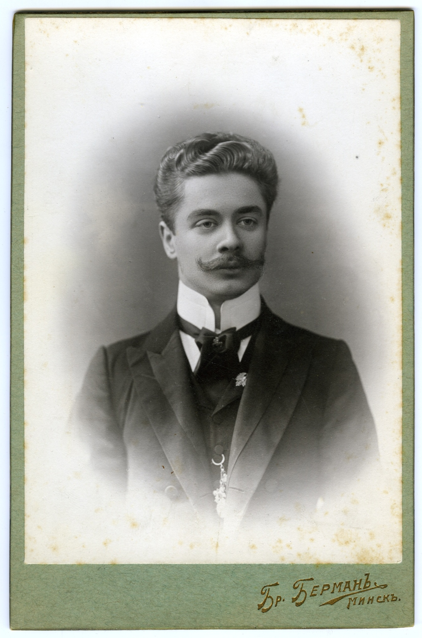 <div class='inner-box'><div class='close-desc'></div><span class='opis'>Ignacy Giedroyć, ojciec Jerzego Giedroycia. Mińsk, zdjęcie z lat 1900-1920</span><div class='clearfix'></div><span>Sygn. FIL03457</span><div class='clearfix'></div><span class='autor'>fot. B. Berman</span><div class='clearfix'></div><span>&copy;B. Berman</span></div>