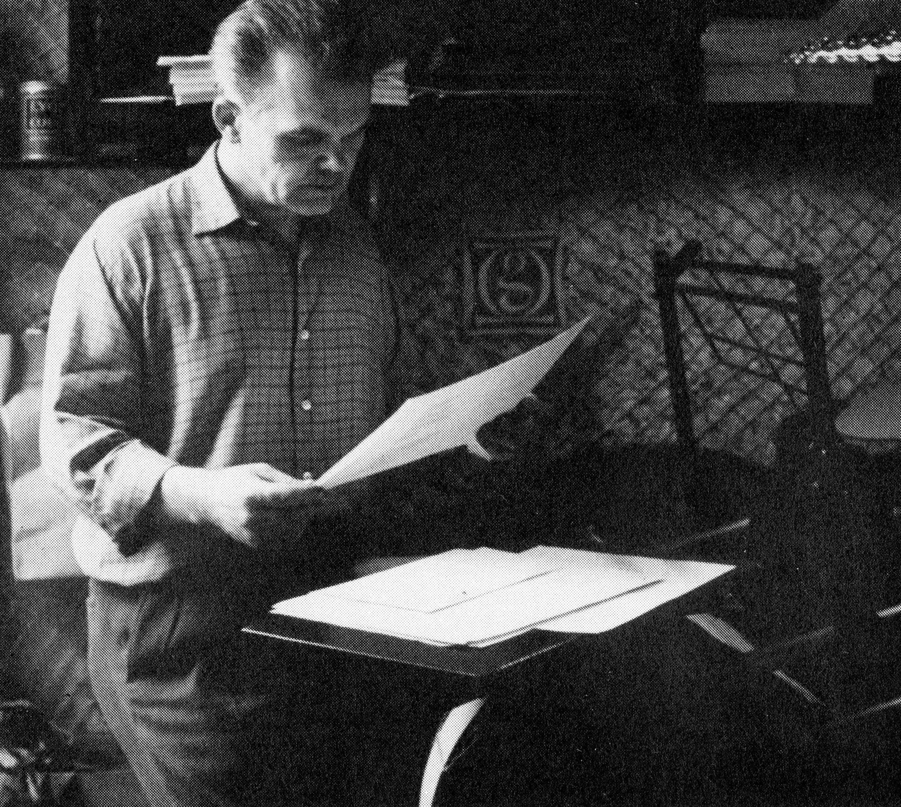 """<div class='inner-box'><div class='close-desc'></div><span class='opis'>Stanisław Gliwa w swojej pracowni. Southend-on-Sea, ok 1960 r. Fotografia pochodzi z książki Mai Elżbiety Cybulskiej """"Rozmowy ze Stanisławem Gliwą"""". Wyd Polska Fundacja Kulturalna, Londyn 1990 r.</span><div class='clearfix'></div><span>Archive ref. sm00209</span><div class='clearfix'></div><span>© Instytut Literacki</span></div>"""